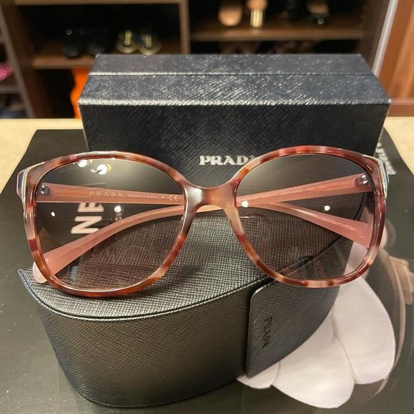 😻SOLD😻Prada Pink Sunglasses